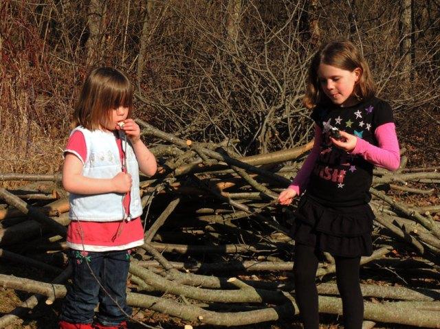 Clara and Ivy eating marshmallows
