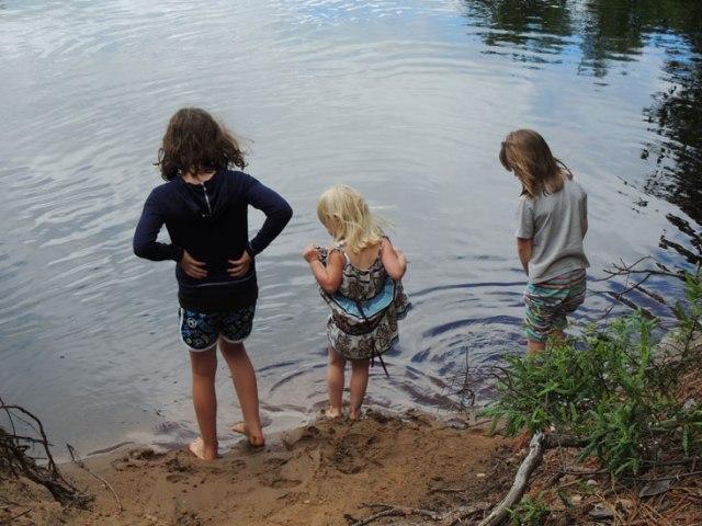 Ivy, Jane and Clara at river