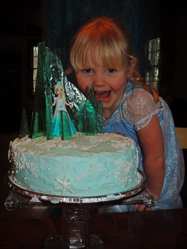 Jane and her Frozen birthday cake