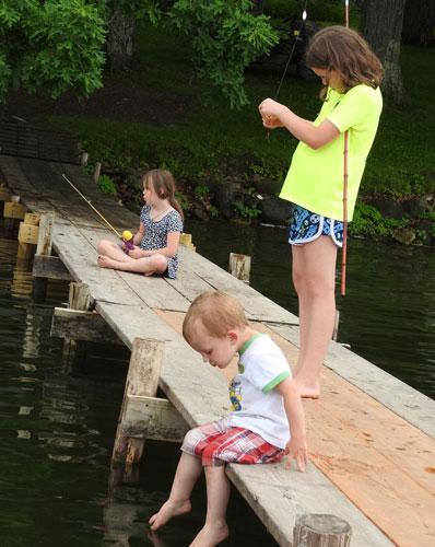 Clara, Ivy, Jonas fishing
